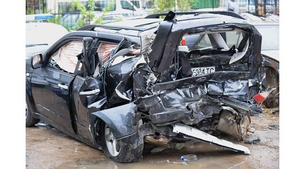 """Ударът е """"засилил"""" колата на Милен Цветков с 66 км/ч. Кристиан форсирал автомобила си 16-17 метра преди кръстовището"""
