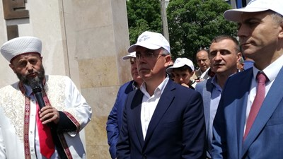 Лидерът на ДПС Мустафа Карадайъ (вдясно) говори около 15 минути и нито веднъж в речта си не спомена ДОСТ или името на Местан. Снимки Авторът