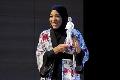 За прототип на куклата ще послужи американската състезателка по фехтовка Ибтихадж Мохамад. СНИМКА: Туитър/Ibtihaj Muhammad