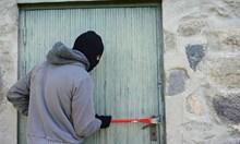 Крадец разби вратата на семейство, задигна телевизора