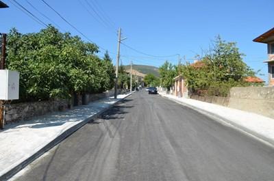 Нов асфалт вече има по няколко улици в Куклен