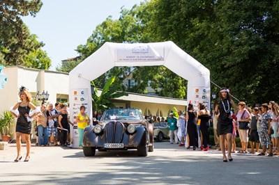 """За втора поредна година Силистра бе домакин на Конкурс за елегантност на класически и ретро автомобили """"Дръстър"""". Снимки: Организаторите на конкурса"""