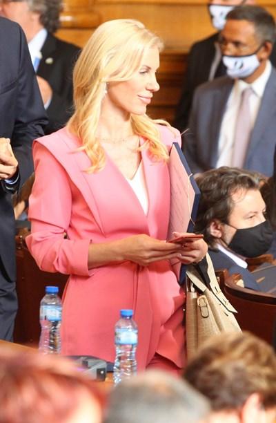 """Катерина Ряхова от ИТН е кандидатка за титлата """"най-хубавата депутатка"""" (ГАЛЕРИЯ)"""