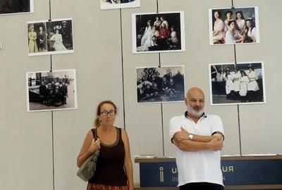 Златин Чаушев и Галина Владимирова откриват изложбата с фотоси на последния руски император и семейството му.  Снимка Авторът