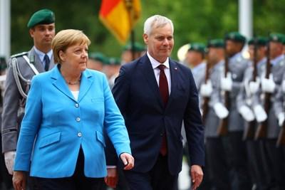 Ангела Меркел посреща финландския премиер Анти Рине. СНИМКА: РОЙТЕРС