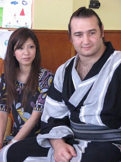 Калоян и съпругата му Асако