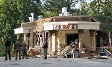 Бомба в лампа уби Захарченко, Украйна настъпва в Донбас (Обзор)
