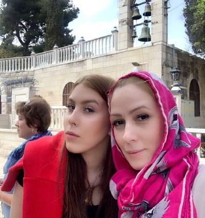 Деси Бакърджиева заедно с дъщеря си в Йерусалим СНИМКА: Личен архив