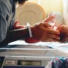 Нормално е лицето на бебето да е подпухнало в първите дни след раждането