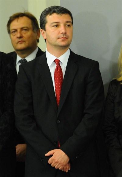 Новият икономически министър при приемането на поста СНИМКА: