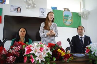 Лиляна Павлова и Ева Майдел посетиха общините Божурище, Драгоман и Сливница СНИМКИ: пресцентърът на ГЕРБ