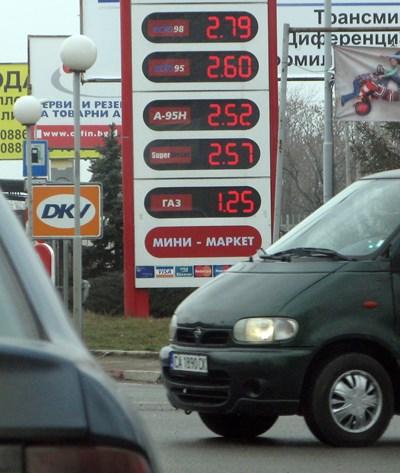 Бензинът поскъпва, дизелът пак над 2,30 лева