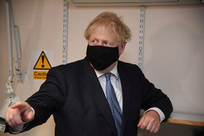 Във Великобритания Джонсън се забави да разпореди затваряния, когато болестта върлуваше на европейския континент.