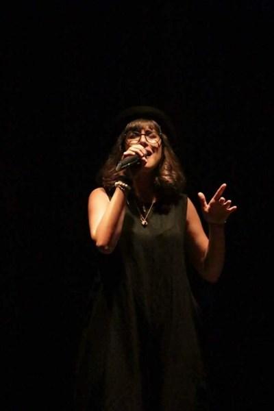 Мария пее от малка.