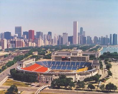 Легендарният стадион в Чикаго, преди да бъде поставена тревата за световното първенство по футбол.