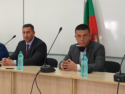 Шефът на НАП Румен Спецов (вляво)  и заместникът му Георги Димов.