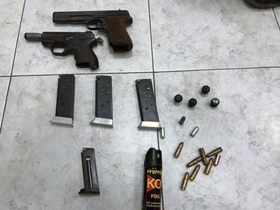 Намереното оръжие в арестувания измамник във Враца. Снимка: МВР. СНИМКА: Снимка: Мвр