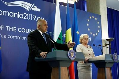 Бойко Борисов и Виорика Дънчила СНИМКИ: Министерски съвет