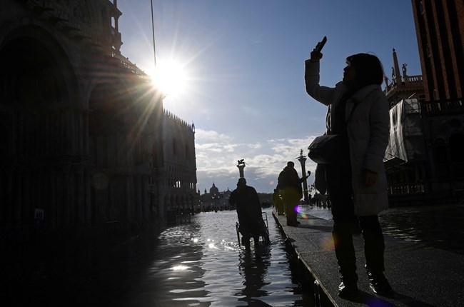 Кметът на Венеция: Градът ни е на колене, наводненията са разрушителни от 50 г. насам (Видео, снимки)