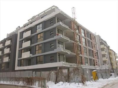 Сградата в Манастирски ливади, чието строителство се бави. СНИМКИ: ПАРСЕХ ШУБАРАЛЯН И ЙОРДАН СИМЕОНОВ