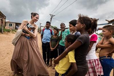 Анджелина Джоли в Колумбия Снимки: Ройтерс