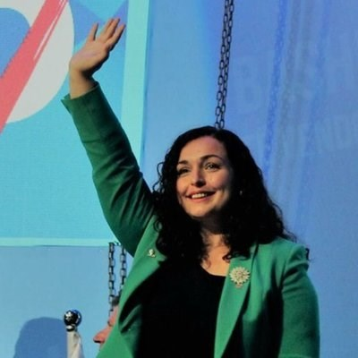 Кандидатката за премиер от Демократичния съюз за Косово Вьоса Османи СНИМКА: туитър/vjosaosmanimp
