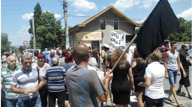 Протестиращи срещу кмета на Септември  блокираха пътя за Велинград