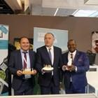 """Двама аграрни министри """"нападнаха"""" българския щанд за сирене и мляко в Париж"""