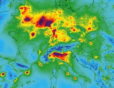 """Илюстрация на замърсяването на въздуха над Европа с азотен диоксид, направена въз основа на измервания, събрани от спътника Sentinel-5P между април 2018 г. и март 2019 г.   СНИМКА: ПРОГРАМА """"КОПЕРНИК"""""""