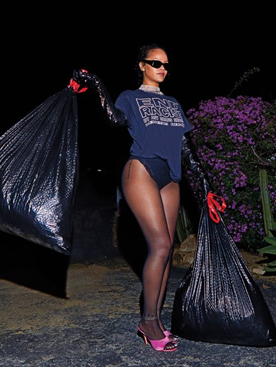 Риана изхвърли боклука по бельо