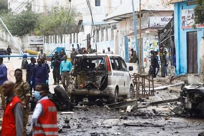 Осем души загинаха и седем бяха ранени при самоубийствен атентат с кола-бомба в сомалийската столица Могадишу