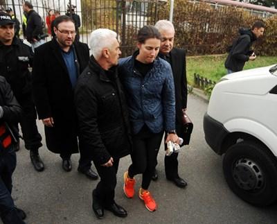 """Десислав Чуколов (отзад) е издал пропуск на Деница Гаджева - бивша негова колежка и съпруга на лидера на """"Атака"""" Волен Сидеров."""