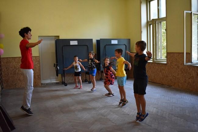 58a97837333 Деца се учат на бразилското бойно изкуство капоейра. СНИМКА: Личен архив