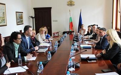 Данаил Кирилов и омбудсмана Мая Манолова се срещнаха с представители на Фейсбук общността на българските адвокати. Снимка: правосъдно министерство
