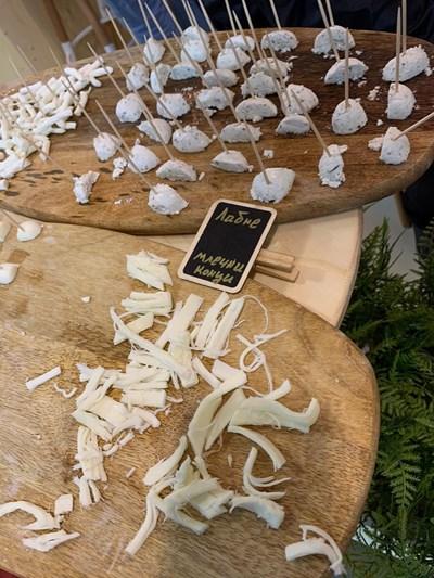 Сирене на конци е един от новите продукти на българския пазар.