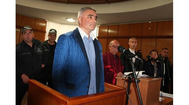 В затвора остава бизнесменът, убил с джип 6-годишно дете, защото не се е поправил. Но работел на външен обект с преспиване