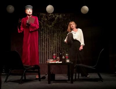 """Пиесата """"Две"""" с участието на Бойка Белкова и Мария Каварджикова се играе с успех вече  няколко години. СНИМКА: Десислава Кулелиева"""