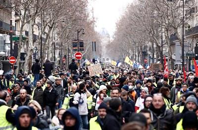 Няколко хиляди души се събраха по обед на площада на Бастилията Снимки: Ройтерс