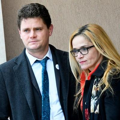 Петър Кърджилов бе неотлъчно до Иванчева на всяко заседание по делото в Специализирания наказателен съд.  СНИМКА: ОФИЦИАЛНА ФЕЙСБУК СТРАНИЦА  НА ДЕСИСЛАВА ИВАНЧЕВА
