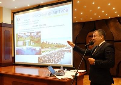 Николай Димитров представя реализираните обекти в Стария Несебър.