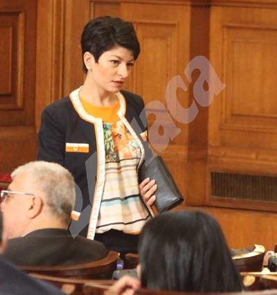 На първото заседание на временната комисия председателката и? Десислава Атанасова пое ангажимент да покани в експертната комисия и юристи от президентството. СНИМКА: 24 часа