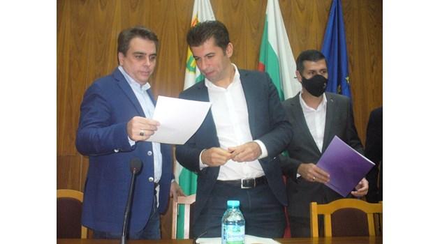 Кой кой ще е в кабинета на Петков и Василев