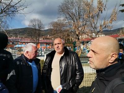 Премиерът Бойко Борисов и вицепремиерът Томислав Дончев в село Драгиново, Велинградско