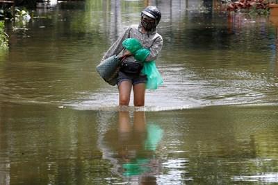 Катастрофалните наводнения във Виетнам отнеха живота на 27 души Снимки: Ройтерс