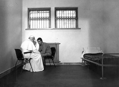 През 1983 г. папа Йоан Павел Втори посещава Мехмед Али Агджа в затвора.