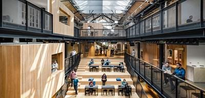 Заради скоростното си разрастване в международен план през 2013 г. компанията Airbnb отваря свое европейско седалище в Дъблин (на снимката).