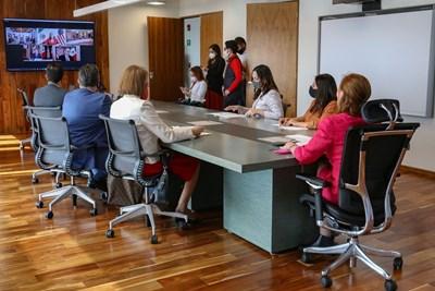 Психолози предупреждават, че е необходима промяна в общуването в офиса, за да стане той отново предпочитано място за труд след пандемията. СНИМКИ: РОЙТЕРС