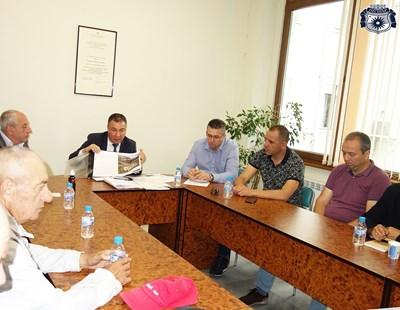 Кметът Николай Димитров обсъжда с представители на туристическия бранш актуални въпроси около подготовката за сезона.