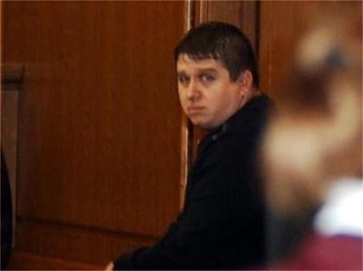 Разузнавач Кирил Гавазки в съдебната зала, където върви процесът срещу него за изнудване. Делото е секретно и се гледа при закрити врата. СНИМКИ: ХРИСТО РАХНЕВ