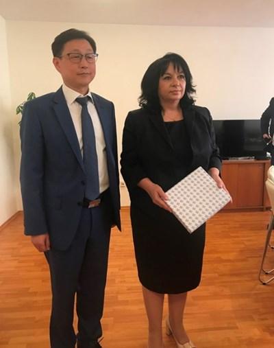 Теменужка Петкова и Сие Дзядзие СНИМКА: Министерство на енергетиката